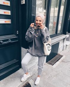 k mentions J'aime, 159 commentaires - SAMIA. - k mentions J'aime, 159 commentaires – SAMIA… – # Modern Hijab Fashion, Street Hijab Fashion, Tokyo Street Fashion, Muslim Fashion, Modest Fashion, Islamic Fashion, Casual Hijab Outfit, Hijab Chic, Legging Outfits