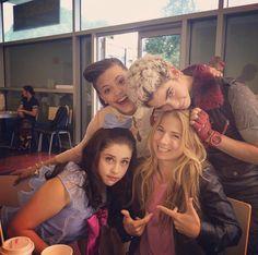 Disney Channel Movies, Disney Channel Stars, Disney Stars, Cameron Boyce, Disney Descendants Cast, Descendants Characters, Dove Cameron Style, Sarah Jeffery, Disney Actresses