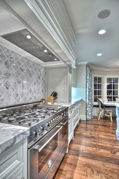 Moroccan quatrefoil tile backsplash. Let's get ecletic luxury and elegant kitchens using modern, vintage or traditional decor elements and modern furniture. See more home design ideas at: http://www.homedesignideas.eu/ #interiors #contemporary