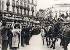 Soldados de artillería en la Puerta del Sol, Madrid - Portal Fuenterrebollo