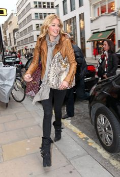 Google Image Result for http://4.bp.blogspot.com/-vyYuM5T6ezc/TbULlvY8GTI/AAAAAAAAFBE/y6zK1fHqPsA/s1600/14148_Tikipeter_Cat_Deeley_shopping_at_Tory_Burch_013_123_12lo.JPG