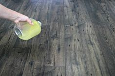Homemade Floor Polish Recipe to Restore Shine to Wood Diy Wood Floors, Cleaning Wood Floors, Diy Flooring, Hardwood Floors, Wood Floor Polish, Homemade Cleaning Products, Cleaning Tips, Cleaning Recipes, Deep Cleaning