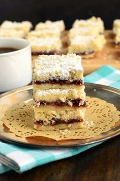 The Best Raspberry Shortbread Crumble Bars Recipe Melt in your mouth, Raspberry Shortbread Bars with a delicious crumble on top! Best Dessert Recipes, Fun Desserts, Sweet Recipes, Delicious Desserts, Bar Recipes, Recipies, Kitchen Recipes, Copycat Recipes, Healthy Desserts