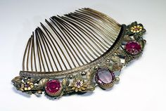French Second Empire comb, century: Gorgeous Empire style comb with floral decoration. Colored glass cabochons evoking amethyst and rubies. Wedding Hair Accessories, Vintage Accessories, Vintage Jewelry, Fashion Accessories, The Purple, Decorative Hair Combs, Vintage Hair Combs, Second Empire, Barrettes