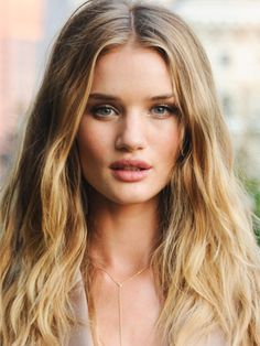 Balayage: hand-painted highlights are diffused on the ends to accent the shape of the haircut and add dimension.