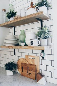 Farmhouse Kitchen Decor Ideas: Great Home Improvement Tips You Should Know! You need to have some knowledge of what to look for and expect from a home improvement job. Modern Farmhouse Kitchens, Farmhouse Kitchen Decor, Home Kitchens, Diy Outdoor Kitchen, Farmhouse Sinks, Regal Design, Modern Design, Diy Interior, Basement Remodeling