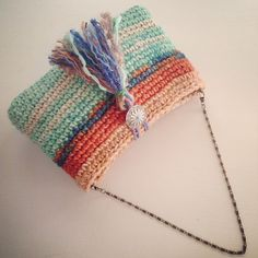 Marvelous Crochet A Shell Stitch Purse Bag Ideas. Wonderful Crochet A Shell Stitch Purse Bag Ideas. Crochet Clutch Bags, Crochet Wallet, Crochet Handbags, Crochet Purses, Love Crochet, Crochet Yarn, Crochet Shell Stitch, Easy Crochet Projects, Crochet Stitches Patterns