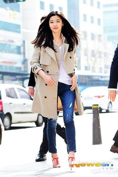 네이트 뉴스 Korean Star, Korean Girl, Look Fashion, Korean Fashion, Jun Ji Hyun Fashion, Trench Coat Outfit, Korean Actresses, Korean Celebrities, Korean Model