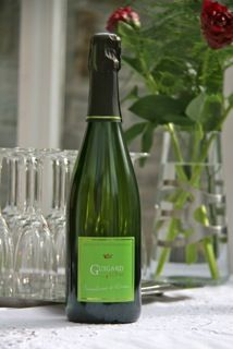 Guigard Brut, a taste of green apple, it will rock on your tongue!