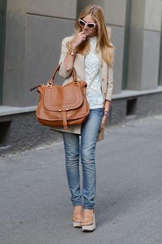 Jeans+Top encaje beige+Chaqueta beige