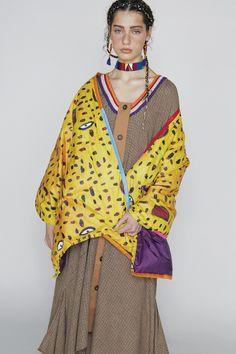 Tsumori Chisato Pre-Fall 2018 Fashion Show Collection Fashion Shoot, Fashion News, Boho Fashion, Fashion Looks, Fashion Outfits, Womens Fashion, Fashion Trends, Autumn Fashion 2018, Vogue Russia