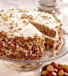 Hummingbird Cake (Midwest Living Recipes) This tall layer cake, with a medley of flavors from nuts, fruit and spices, comes from the kitchens of Silver Dollar City theme park near Branson, Missouri. Add a sprinkling of pecans on top for even more crunch. Hummingbird Cake Recipe From Scratch, Hummingbird Cake Recipes, Cake Recipes From Scratch, Fall Cake Recipes, Dessert Recipes, Banana Recipes, Party Recipes, Bird Cakes, Cupcake Cakes