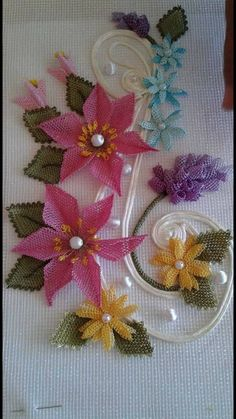 This Pin was discovered by Lal Needle Lace, Bobbin Lace, Diy Flowers, Fabric Flowers, Crochet Hammock, Lace Art, Beautiful Perfume, Bargello, Lace Making