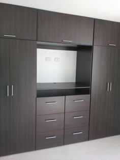 New closet de madera colores Ideas Wardrobe Door Designs, Wardrobe Design Bedroom, Bedroom Cupboard Designs, Bedroom Cupboards, Tv In Bedroom, Bedroom Furniture Design, Wardrobe Closet, Built In Wardrobe, Closet Designs