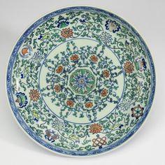 Chinese wucai shallow bowl, 'Eight Buddhist Symbols'