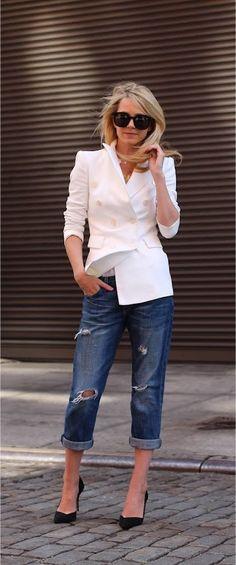 structured white blazer w/ boyfriend jeans and black pumps