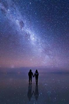 Read Universo from the story FOTOS by QuenKendal (Letícia Rodrigues) with reads. Digital Foto, Ciel Nocturne, Beautiful Places, Beautiful Pictures, Sky Full Of Stars, The Sky, Milky Way, Stargazing, Night Skies