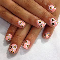 .@WAH Nails | Daisies by WAH babe Julie in Topshop  #wahnails #nailart #topshop #daisies