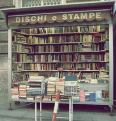 Quite possibly the cutest little bookshop in existence. Dischi e Stampe in Trieste. It's on wheels! (via bookshelfporn.com)