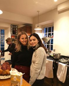 Jenna Coleman Female Actresses, British Actresses, Crazy Girls, S Girls, Jenna Coleman Style, Clara Oswald, Richard Madden, Brunette Beauty, Famous Faces