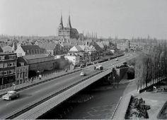 Deventer Wilhelminabrug circa 1966 gezien vanuit de Schippersflat
