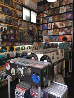 Collecting Advice – Specialists in Buying, Selling Rare & Vintage Vinyl Record. Collecting Advice – Specialists in Buying, Selling Rare & Vintage Vinyl Record… Collecting Ad Music Aesthetic, Aesthetic Vintage, Aesthetic Videos, Photo Wall Collage, Picture Wall, Vintage Music, Retro Vintage, Poster Club, New Wall