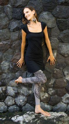 Boho Leggings and Yoga Leggings or Tattoo Tights Steampunk Leggings, Steampunk Clothing, Woman Fashion, Fashion Art, Jedi Outfit, Pixie Outfit, Tattoo Tights, Dystopian Fashion, Cyberpunk Clothes