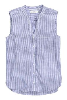 Sleeveless cotton blouse: Sleeveless blouse in an airy cotton weave with a V-neck small stand-up collar chest pockets and a rounded hem with slits in the sides. Slightly longer at the back. Sewing Clothes, Diy Clothes, Sewing Shirts, Cotton Blouses, Shirt Blouses, Blue Blouse, Sleeveless Blouse, Striped Linen, Ladies Dress Design
