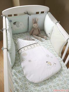 Спальники и бортики в кроватку из каталога Vertbaudet