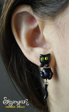 Gato negro pendientes con postes de acero quirúrgicos. http://www.etsy.com/es/listing/122036495/gato-negro-pendientes-con-postes-de?utm_campaign=Share&utm_medium=PageTools&utm_source=Pinterest