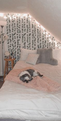 Cute Bedroom Decor, Room Design Bedroom, Stylish Bedroom, Room Ideas Bedroom, Small Room Bedroom, Pinterest Room Decor, Indie Room, Cozy Room, Aesthetic Bedroom