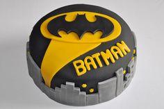 Bolo do batman redondo: Batman Birthday Cakes, Lego Batman Party, Batman Cakes, Superhero Cake, Cake Birthday, Superhero Logos, Online Cake Delivery, Fancy Cakes, Celebration Cakes