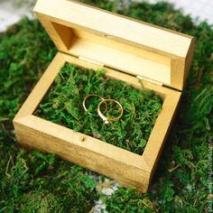 Kleine Holzbox mit Moos - Свадебные аксессуары ручной работы. Ярмарка Мастеров - ручная работа. Купить Золотая коробочка для колец с натуральным мхом. Handmade.