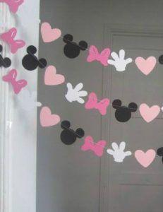 guirnalda-de-minnie-mouse-para-cumpleanos Minnie Mouse Party, Minnie Mouse First Birthday, Minnie Mouse Baby Shower, Mickey Party, Baby Mouse, Mickey Mouse Birthday, Baby Birthday, Mickey Mouse Photo Booth, Deco Disney