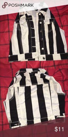 Sleeveless vest Great condition Jackets & Coats Vests