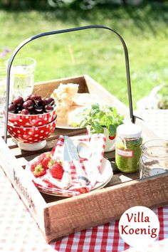 Love this idea for an outdoor tray!