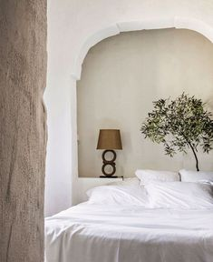 Masseria Le Carrube, An old farm transformed into a charming hotel (decordemon) Greek Decor, Casa Loft, Interior And Exterior, Interior Design, Old Farm, Home Bedroom, Kids Bedroom, Bedroom Ideas, Bedroom Decor