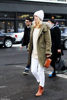 Lesson in how to wear white jeans for winter. Via Collage Vintage