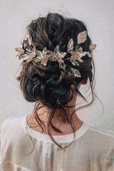 wedding hairstyles 2019 swept textured updo with loose curls on dark hair with gold accessorie cruzmakeup We have collected wedding ideas based on the wedding fashion week. Look through our gallery of wedding hairstyles 2019 to be in trend! Wedding Hair And Makeup, Wedding Hair Accessories, Hair Wedding, Hairstyle Wedding, Bohemian Wedding Hairstyles, Winter Wedding Hairstyles, Wedding Dresses, Boho Updo, Wedding Blue