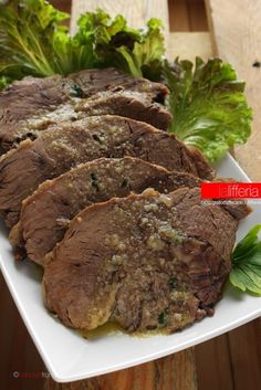 Oil veal-Vitello all'olio Oil veal - – Meat Foods Ideas Meat Recipes, Snack Recipes, Cooking Recipes, Veal Meat, Beef Skillet Recipe, Prime Rib Roast, Italy Food, Recipe Mix, Quick Snacks