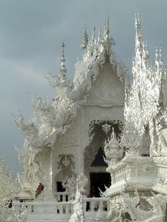 Wat Rong Khun (Thai: วัดร่องขุ่น) :: White Temple. thank you, Hansol Kim, for identifying this for me.