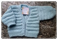 25 best Ideas for crochet baby clothes unisex Baby Boy Knitting Patterns, Knitting For Kids, Knitting Stitches, Knit Patterns, Baby Girl Crochet Blanket, Baby Girl Blankets, Knitted Baby Clothes, Unisex Baby Clothes, Baby Pullover