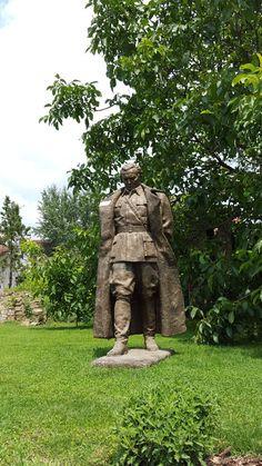 Skulptura Maršal Tito Antuna Augustinčića u Manual muzeju zaboravljenih umetnosti Skulptura Maršal Tito, koju je 1948. godine u ... pinned with Pinvolve - pinvolve.co