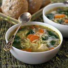 Lekka zupa z pieczarkami i makaronem orzo