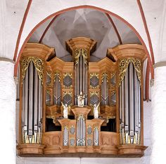 The Arp Schnitger organ in St. Jacobi Church, Hamburg, (St James' Church), one of the five Hauptkirchen of Hamburg, is a world-famous monument of North-German organ building, & the largest surviving baroque organ in Northern Europe. The St Jacobi organ, sited in the west gallery, has 60 stops (registers) & around 4000 pipes, the oldest of which is from 1512. Over 80% of the pipes are from 1693 or earlier. The case of the organ shows clearly the manual & pedal divisions.