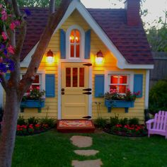 Beautiful Backyard Playhouse! Every Little Girl's Dream !