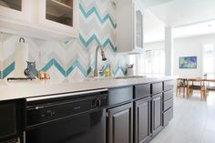 Love the color choice for the backsplash in this beautiful kichen! Featuring our Kiln Chevron tile in Splash Silver Fox and Milk. Chevron Tile, Herringbone Tile, Chevron Kitchen, Kitchen Colors, Kitchen Design, Kitchen Ideas, Tile Stores, Functional Kitchen, Decorating Kitchen