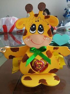 porta-dulces (4) Foam Crafts, Diy And Crafts, Merian, Baby Shawer, Safari Party, Candy Bouquet, Ideas Para Fiestas, Craft Tutorials, Party Time