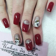 Unhas Vermelhas com Joias Mani Pedi, Manicure And Pedicure, Cute Nails, Pretty Nails, Avon Crystal, Finger, Nail Envy, Bath And Beyond Coupon, Nail Arts