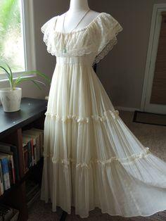 SALE TODAY ONLY Vintage Gunne Sax Bohemian Wedding Dress. $225.00, via Etsy.